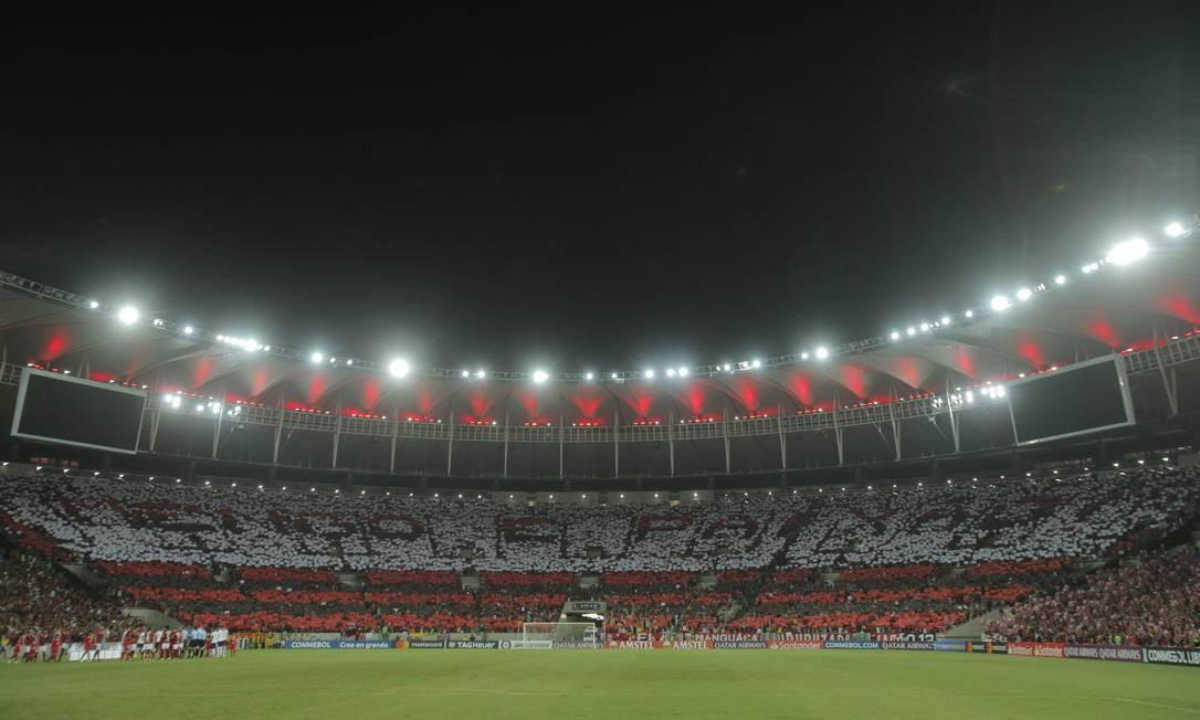 O mosaico da torcida rubro-negra em mais um jogo de casa cheia no Maracanã Foto: Alexandre Cassiano / Agência O Globo