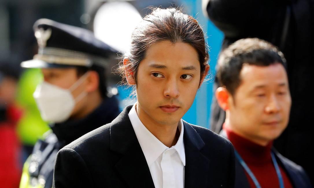 Cantor sul-coreano do K-pop Jung Joon-young chega para prestar depoimentos para a polícia de Seul. Foto: KIM HONG-JI / REUTERS