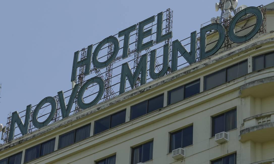 O histórico Hotel Novo Mundo, na Praia do Flamengo, fechará as portas no próximo dia 20 Foto: Gabriel de Paiva / Agência O Globo