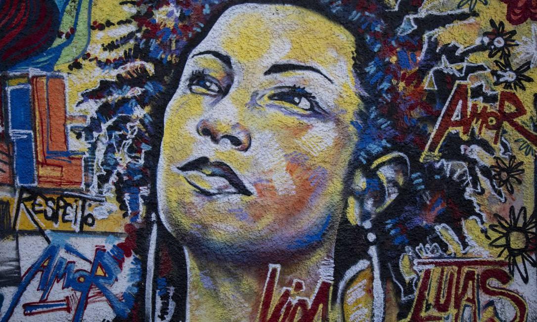 Grafite em homenagem a vereadora assassinada Marielle Franco na Rua João Paulo I, local do crime Foto: GABRIEL MONTEIRO / Agência O Globo