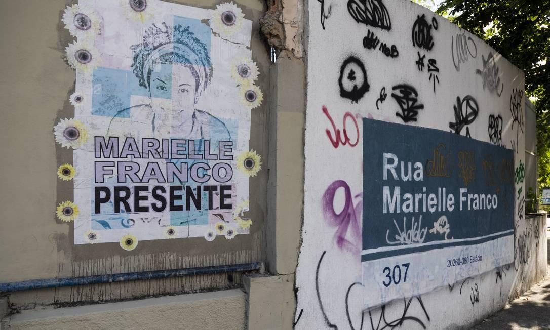 Um grafite em homenagem a Marielle no local do assassinato Foto: GABRIEL MONTEIRO / Agência O Globo
