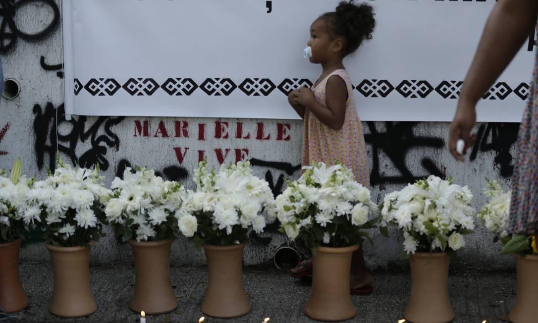 Manifestação no local do assassinato de Marielle Franco tiveram cartazes e flores lembrando 1 ano do assassinato da vereadora Foto: Gabriel Paiva / Agência O Globo