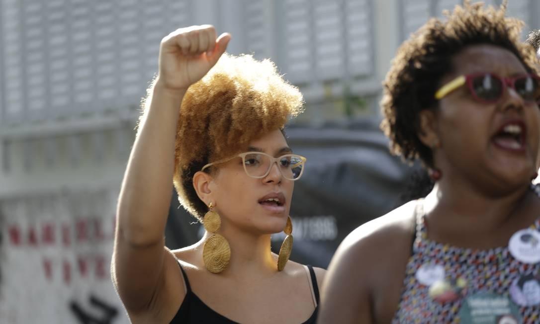 Manifestantes se reuniram desde o começo da manhã para recordar causas trajetória de Marielle Foto: Gabriel Paiva / Agência O Globo