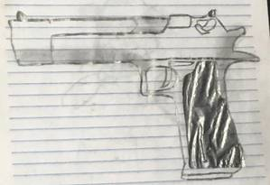 Caderno encontrado em carro utilizado por responsáveis pelo ataque de Suzano tinha desenho de arma Foto: Reprodução