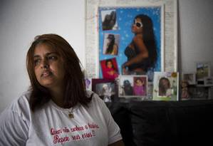 Adriana Silveira (2016) é mãe de Luiza Paula, uma das vítimas da chacina em Realengo Foto: Mônica Imbuzeiro / Agência O Globo