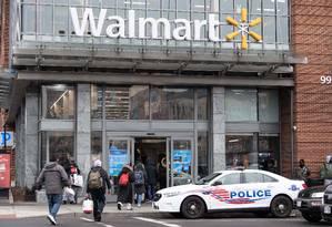 Walmart se prepara para entrar no mercado de dispositivos móveis. Foto: NICHOLAS KAMM / AFP