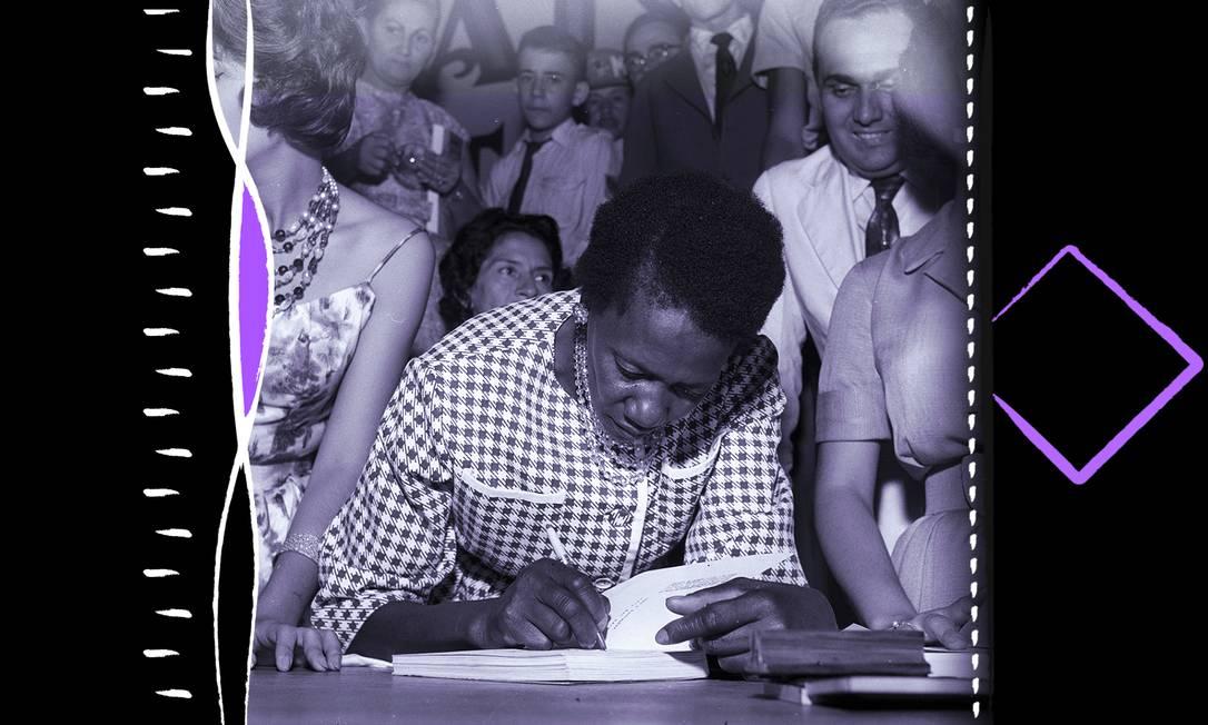 """Carolina Maria de Jesus autografa o livro """"Quarto de Despejo"""", durante participação no I Festival do Rio Foto: Foto Arquivo / Agência O Globo"""