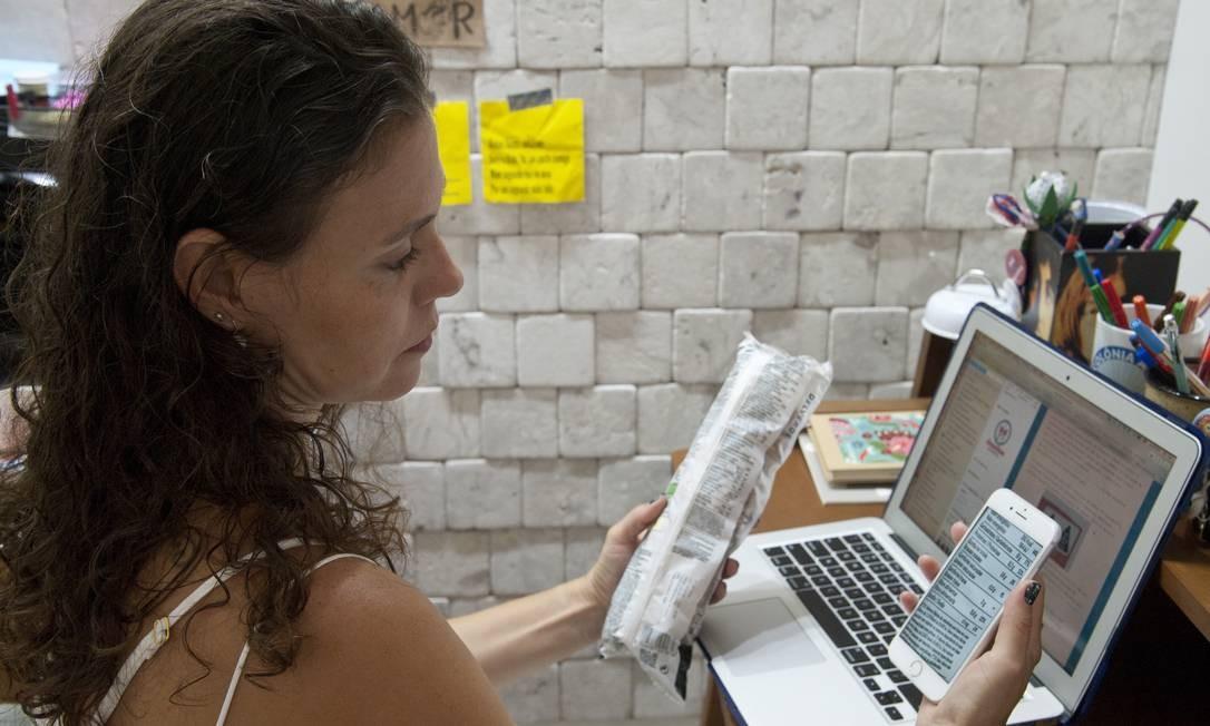 Juliana Lessa, diabética, já teve problemas em função de informações imprecisas em embalagens Foto: Adriana Lorete / Agência O Globo