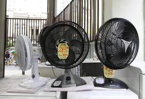 Ventiladores estão entre os equipamentos que vêm desmontados. Foto: Paulo Nicolella / Agência O Globo