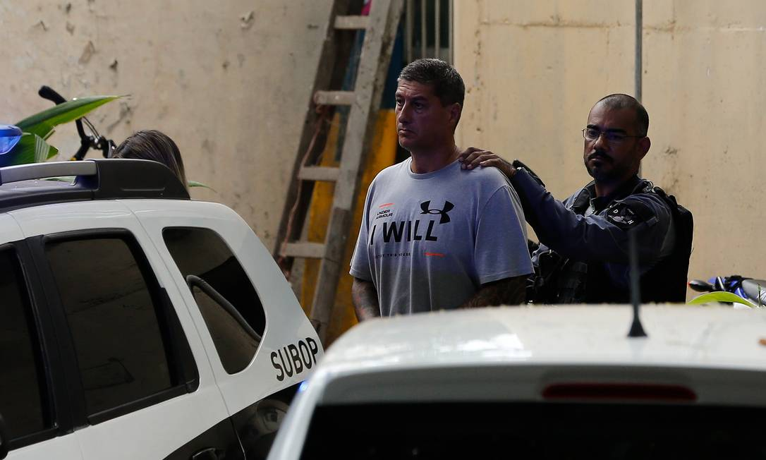Ronnie Lessa deixa a DH para uma audiencia de Custódia. Foto Pablo Jacob / Agencia O Globo Foto: Pablo Jacob / Agência O Globo