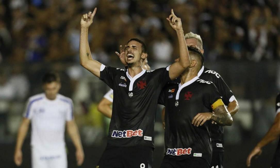 Galhardo ergue os braços aos céus para comemorar o terceiro gol do Vasco Foto: Rafael Ribeiro/Vasco
