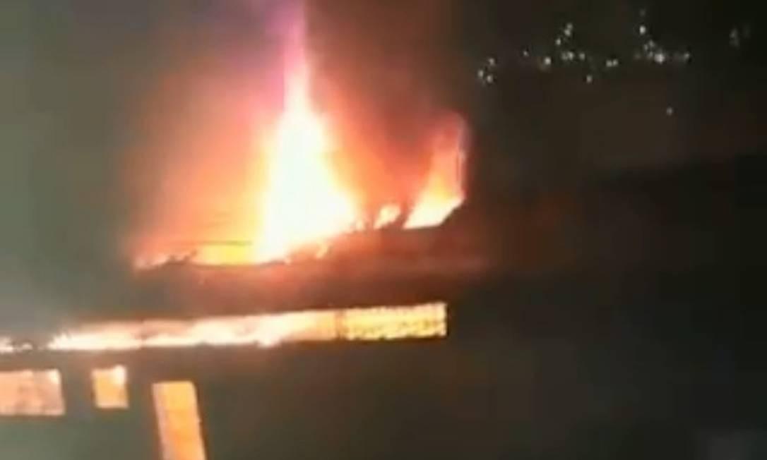 Incêndio atingiu unidade de saúde em Petrópolis Foto: Reprodução/ Redes Sociais