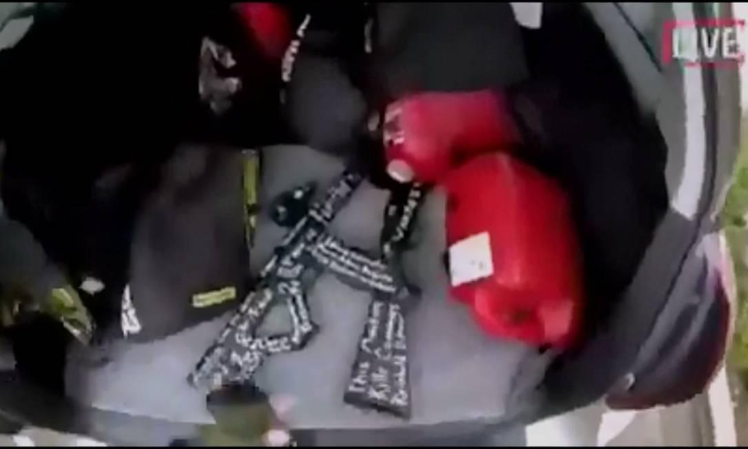 Dispositivos explosivos foram encontrados nos veículos utilizados pelos suspeitos Foto: Reprodução / REUTERS