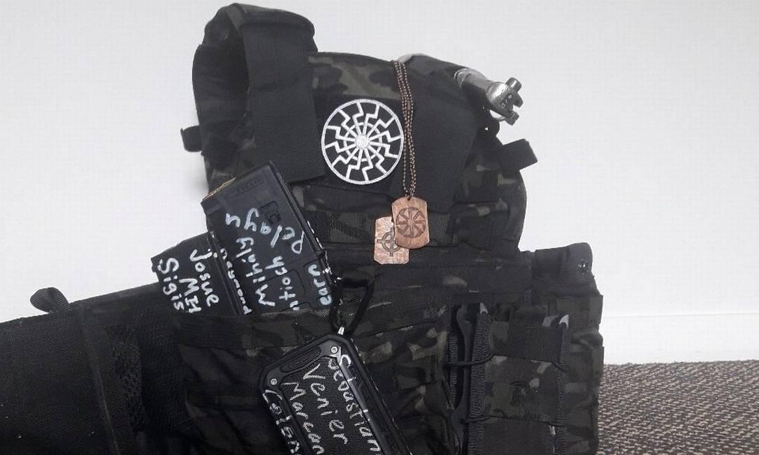 Um colete à prova de balas e equipamento de proteção foi postada no twitter em 12 de março de 2019 pelo suposto homem que atacou uma mesquita em Christchurch, Nova Zelândia Foto: SOCIAL MEDIA / Twitter/via REUTERS