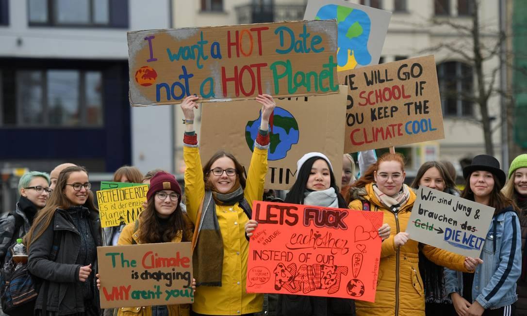 Estudantes não foram as aulas para aderir ao movimento contra as mudanças climáticas, em Berlim, Alemanha Foto: ANNEGRET HILSE / REUTERS