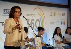 Lucia Dellagnelo, diretora do Centro de Inovação para Educação Brasileira (Cieb), particpa de debate no Educação 360 sobre como tornar as tecnologias disponíveis efetivas para o desempenho do aprendizado Foto: Adriana Lorete / Agência O Globo