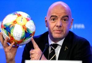 O presidente Gianni Infantino deu entrevista coletiva após reuniões de conselho da Fifa Foto: RHONA WISE / AFP