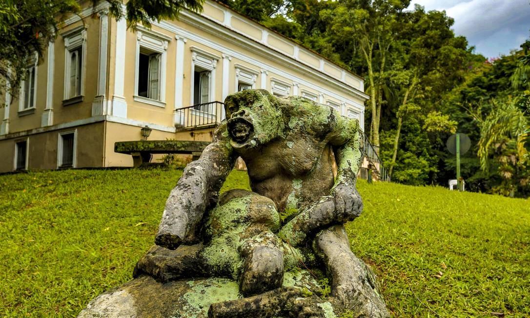 """Casa de Visconde de Mauá: A casa que foi de Visconde de Mauá é uma das mais antigas. Construída em 1854, também foi moradia de Afrânio Peixoto, que estudava a origem das espécies e mandou fazer uma estátua de um """"Pithecanthropus erectus"""", primeira espécie do """"Homo erectus"""", lutando com uma cobra. Vinicius de Moraes e sua mulher Lúcia Proença viveram numa casa anexa, projetada por Niemeyer. Foto: Marcelo de Jesus / Agência O Globo"""
