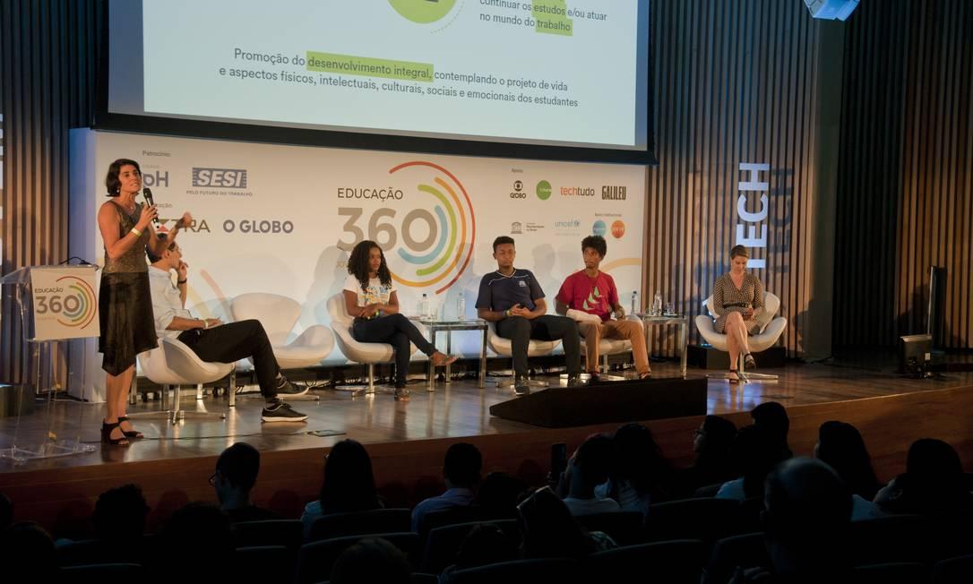 Especialistas e estudantes debateram implementação do novo ensino médio Foto: Adriana Lorete / Agência O Globo