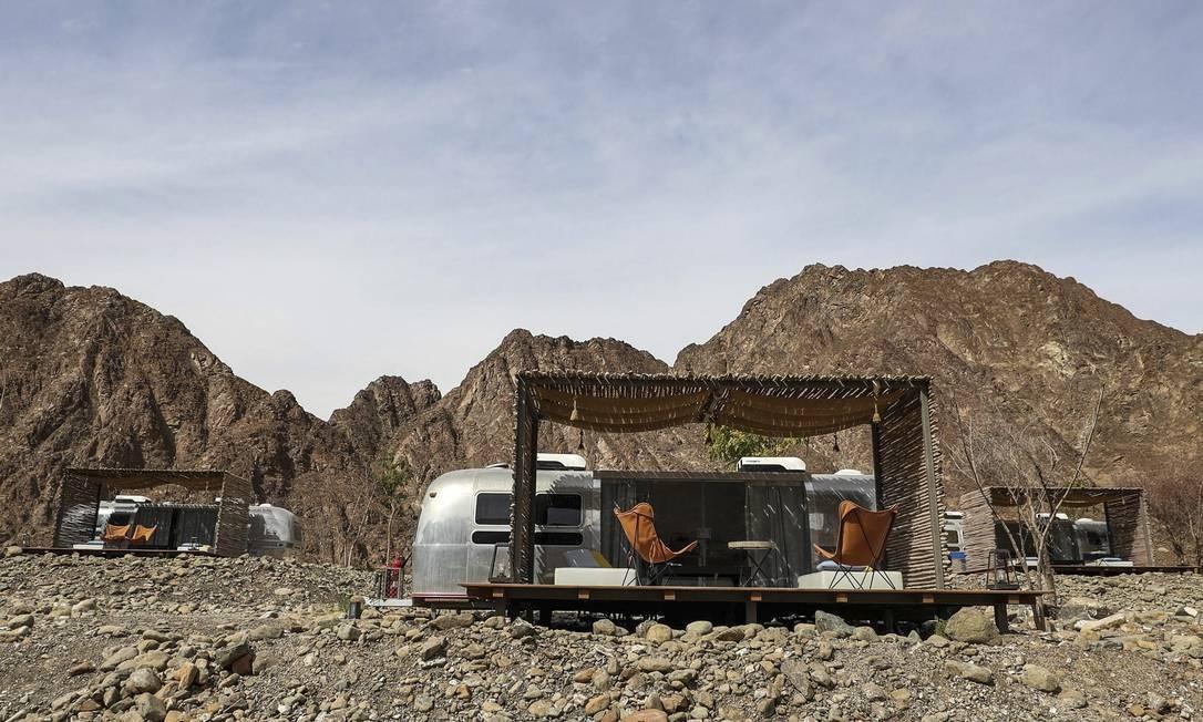 Trailer de luxo com varanda adaptada no glamping que fica no Parque Nacional de Hatta, a 15 quilômetros de Dubai Foto: KARIM SAHIB / AFP