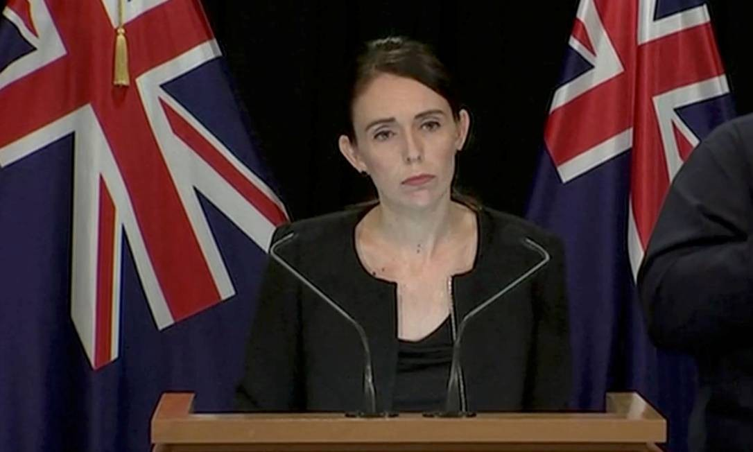 Premier da Nova Zelândia, Jacinda Ardern, durante entrevista coletiva sobre atentado terrorista contra duas mesquitas em Wellington Foto: REUTERS TV / REUTERS