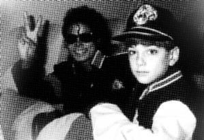Michael Jackson em dois momentos, com Wade Robson e James Safechuck Foto: Reproduções