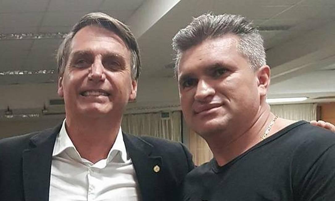 Julian Lemos e Bolsonaro: deputado cargos em troca de votos para a reforma da Previdência Foto: Reprodução