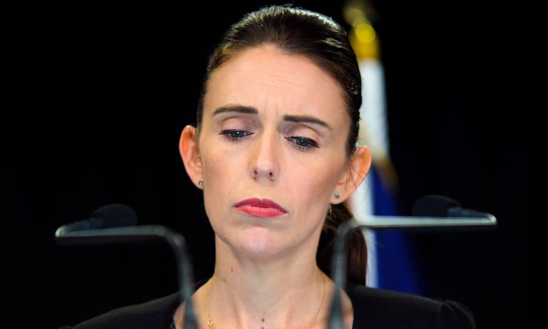 A primeira-ministra Jacinda Ardern tem sido a face ensolarada da Nova Zelândia, celebrada como a líder mais jovem da nação em 150 anos, como a que deu à luz exercendo o cargo de premiê e que levou o bebê ao plenário das Nações Unidas, escreveu o The New York Times. Ardern foi elevada a símbolo mundial após a tragédia da última sexta-feira 15. Na foto, ela durante uma entrevista coletiva à imprensa no Parlamento em Wellington Foto: DAVID LINTOTT / AFP