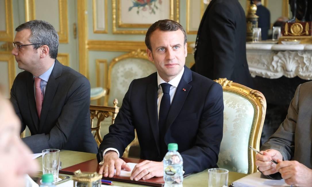 """O presidente francês Emmanuel Macron, realiza uma reunião no Palácio Elysée, em Paris. O governo francês admitiu tomar medidas mais duras contra os protestos dos """"coletes amarelos"""" Foto: LUDOVIC MARIN / AFP"""