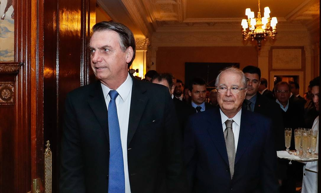 Presidente Jair Bolsonaro, acompanhado de Sérgio Amaral, embaixador do Brasil em Washington Foto: Agência O Globo