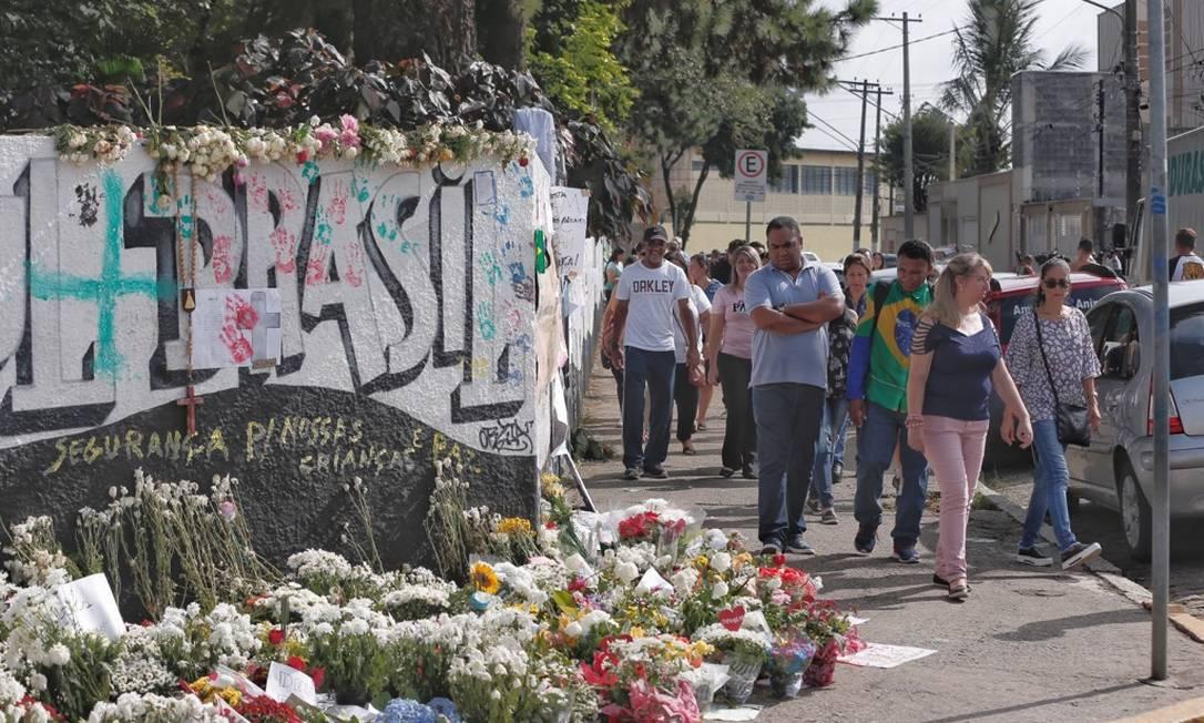 Cinco dias após massacre, escola Raul Brasil recebe homenagens, reformas e encontro de professores e psicólogos Foto: Edilson Dantas / Agência O Globo