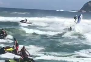 Acidente entre jetskis na Barra da Tijuca deixa mulher em estado grave Foto: Reprodução