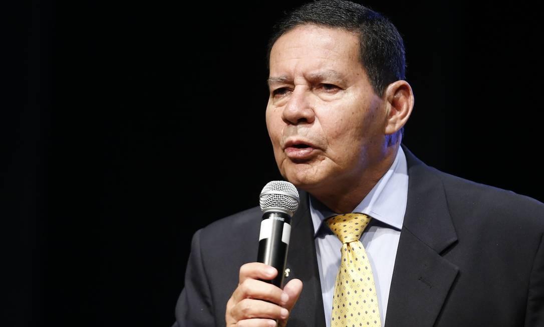 O presidente em exercício, Hamilton Mourão Foto: Jorge William / Agência O Globo (13/02/2019)