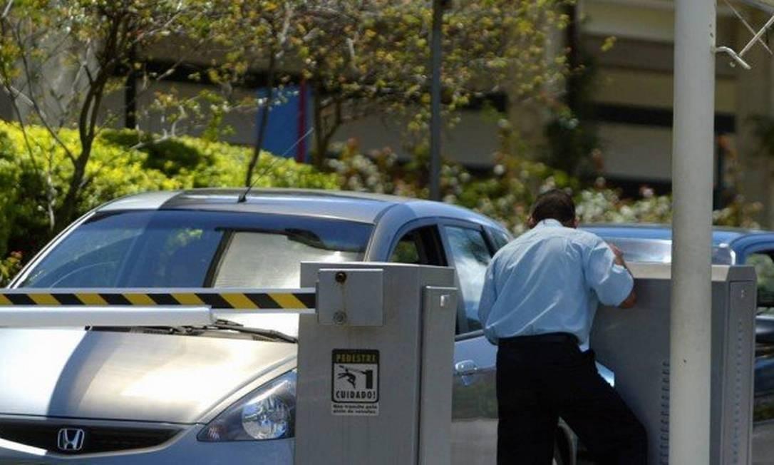 Estacionamento em shopping do Rio: briga na Justiça por saldo de tempo não utilizado Foto: Jorge William / Agência O Globo
