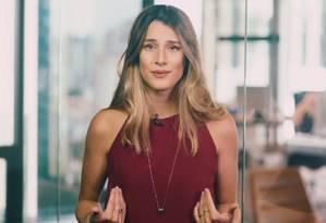 Bettina em vídeo que conta como enriqueceu Foto: Reprodução/YouTube