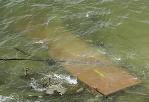 Parte da ciclovia ficou submersa no mês passado, após cair devido às chuvas que causaram uma série de estragos pela cidade Foto: Gabriel de Paiva / Agência O Globo