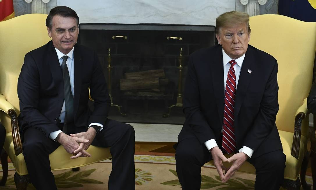 Durante encontro no Salão Oval da sede do governo americano, Trump disse que Brasil e Estados Unidos nunca estiveram tão próximos quanto agora Foto: BRENDAN SMIALOWSKI / AFP