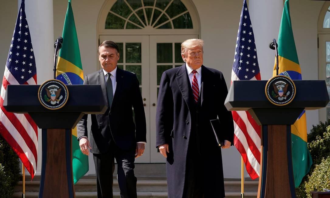 Jair Bolsonaro e Donald Trump chegam para entrevista coletiva após encontro bilateral Foto: KEVIN LAMARQUE / REUTERS