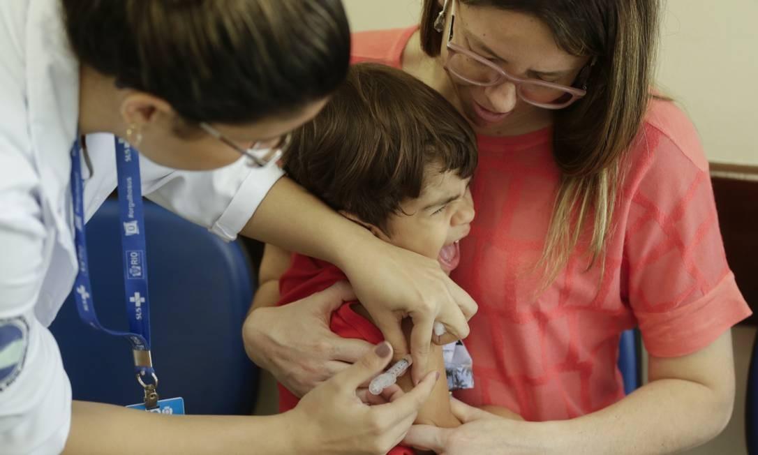 Vacinação contra o sarampo e pólio no Rio; Ministério da Saúde culpou a baixa cobertura vacinal pela volta do vírus Foto: Gabriel de Paiva / Agência O Globo