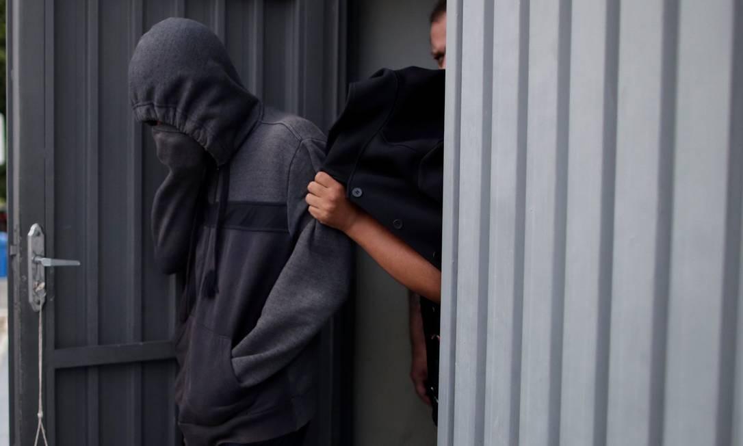 Adolescente de 17 anos foi apreendido por suspeita de ter participado do massacre de Suzano Foto: UESLEI MARCELINO / REUTERS