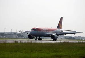 Aeronave da Avianca no aeroporto Santos Dumont. Foto: Ricardo Moraes / Reuters