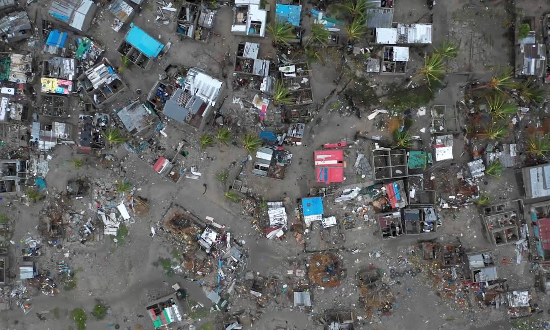 Imagem aérea mostra a destruição na cidade moçambicana de Beira provocada pelo ciclone Idai Foto: CARE INTERNATIONAL/JOSH ESTEY
