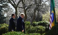 Bolsonaro e Trump na Casa Branca: brasileiro tentou destacar semelhanças entre os dois Foto: BRENDAN SMIALOWSKI / AFP