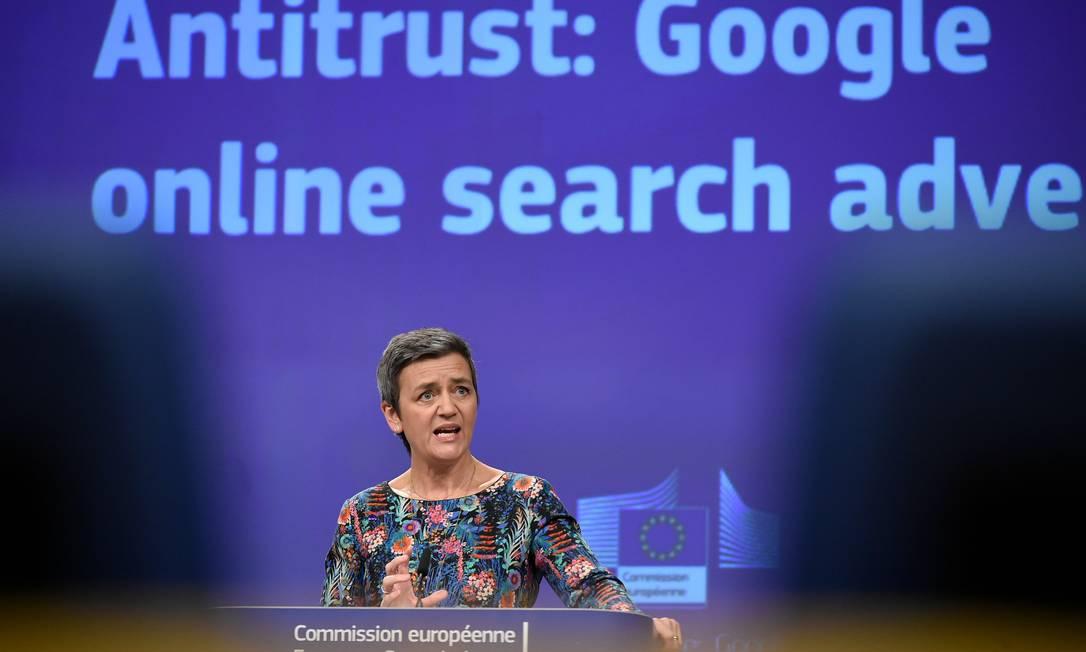 A comissária europeia para a competição, Margrethe Vestager, afirmou que Google usou sua posição dominante no mercado para barrar competidores Foto: JOHN THYS / AFP