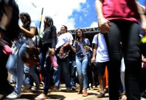 Alunos chegam ao local de prova do Enem, em uma universidade em Brasília Foto: Jorge William / Agência O Globo