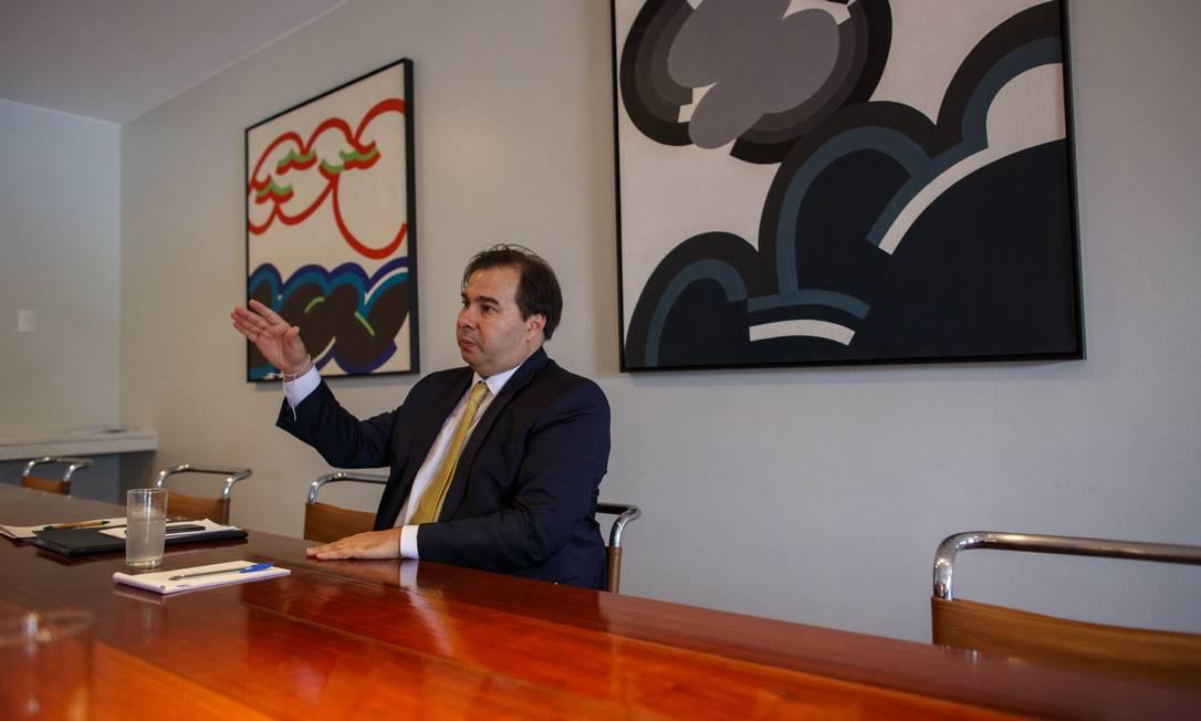 O presidente da Câmara, Rodrigo Maia, ressalta que a reforma também tem que encontrar 'uma saída' para os estados, cujas finanças estão fragilizadas Foto: Daniel Marenco / Agência O Globo
