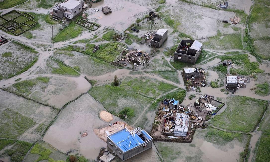 Vista aérea de um distrito inundado na periferia da cidade da Beira, centro de Moçambique, após a passagem do ciclone Idai. Foto: ADRIEN BARBIER / AFP