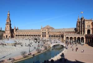 Vista da Plaza de España, no Parque Maria Luísa, construída por ocasião da Exposição Iberoamericana de 1929 e ainda hoje um dos maiores atrativos de Sevilha Foto: Eduardo Maia / O Globo