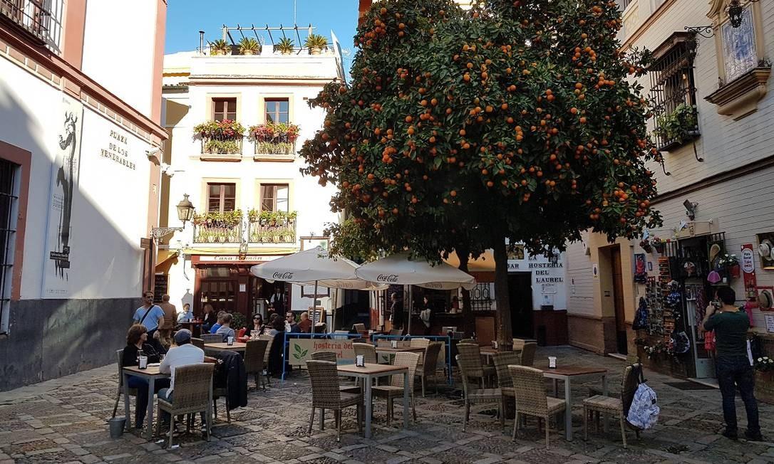 O bairro medieval de Santa Cruz, com suas ruas estreitas e pracinhas charmosas, é um dos lugares mais interessantes de Sevilha Foto: Eduardo Maia / O Globo