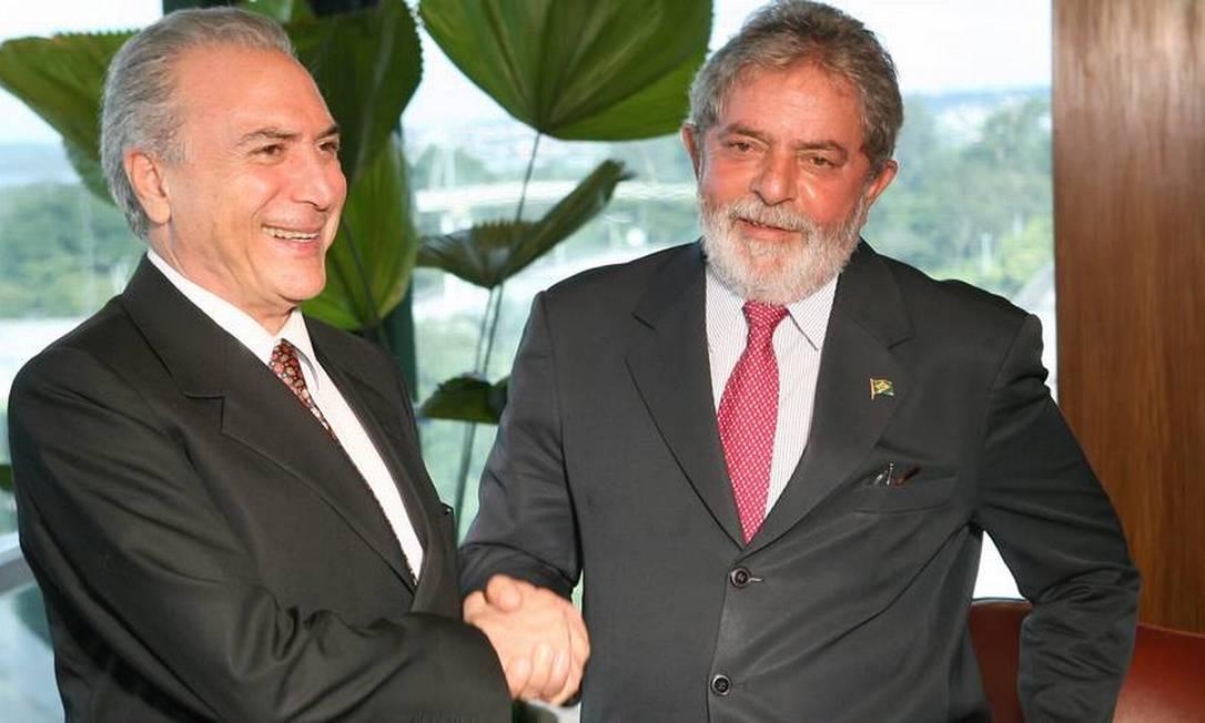 Futuro vice. Michel Temer com o presidente Lula, em 2009, no Palácio do Planalto Foto: Gustavo Miranda / Agência O Globo